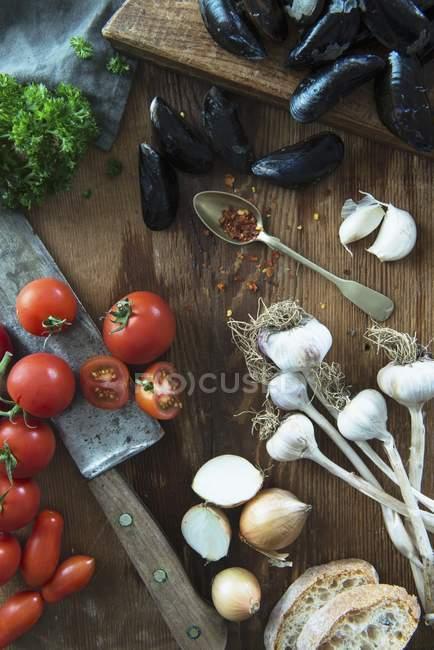 Bodegón con mejillones - foto de stock