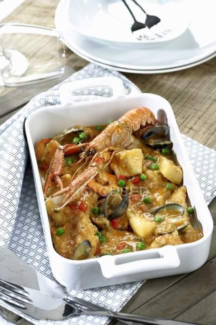 Крупним планом подання іспанського морепродуктів Сарсуела — стокове фото