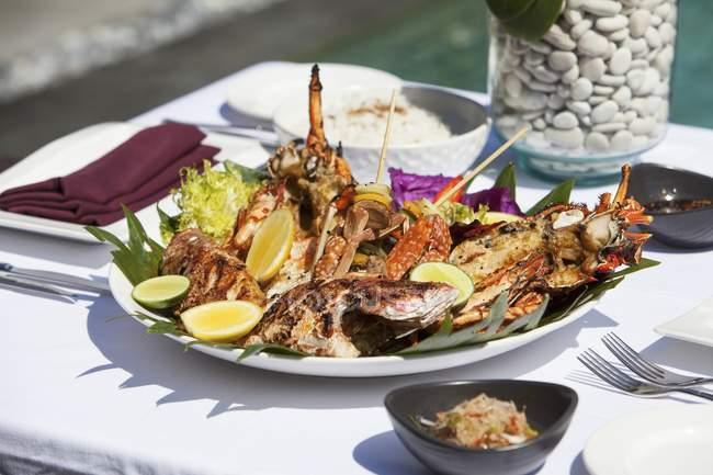 Fisch und Meeresfrüchte-Platte — Stockfoto