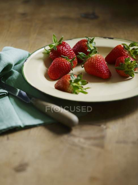 Fresh ripe Strawberries on plate — Stock Photo