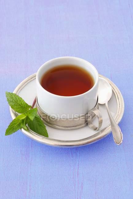 Tasse de thé à la menthe — Photo de stock