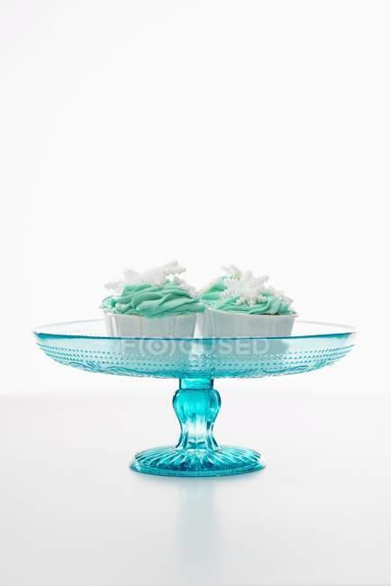 Кексы, украшенный зеленой глазурью — стоковое фото
