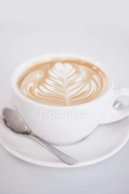 Cappuccino con Albero Design in Schiuma — Foto stock