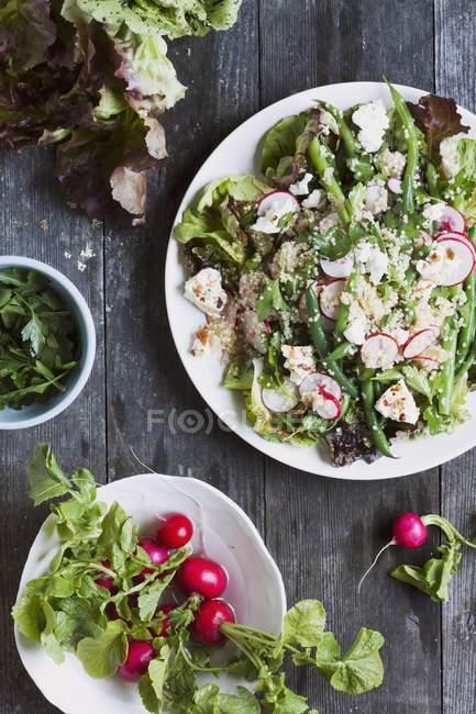Cous-Cous-Salat mit Rettich — Stockfoto