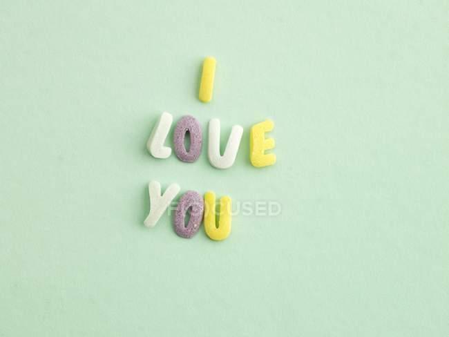 Primo piano vista di alfabeto dolci ortografia ti amo parole — Foto stock