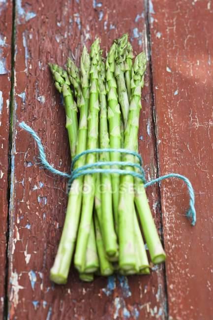 Asparago verde fresco in bundle — Foto stock