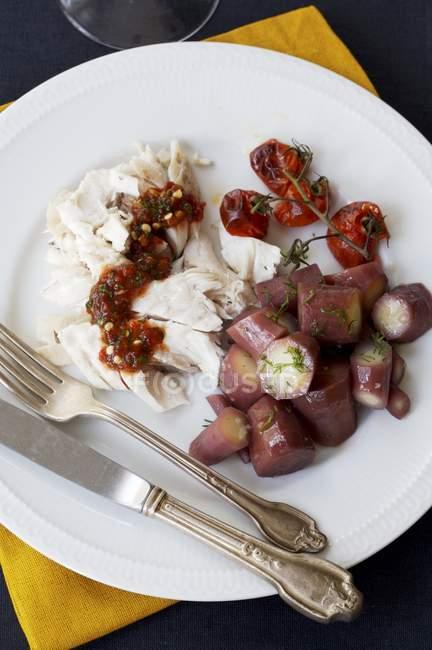Gebratene Karotten auf Platte — Stockfoto