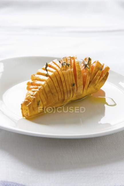 Patata dolce cotta in zolla bianca sopra il panno — Foto stock
