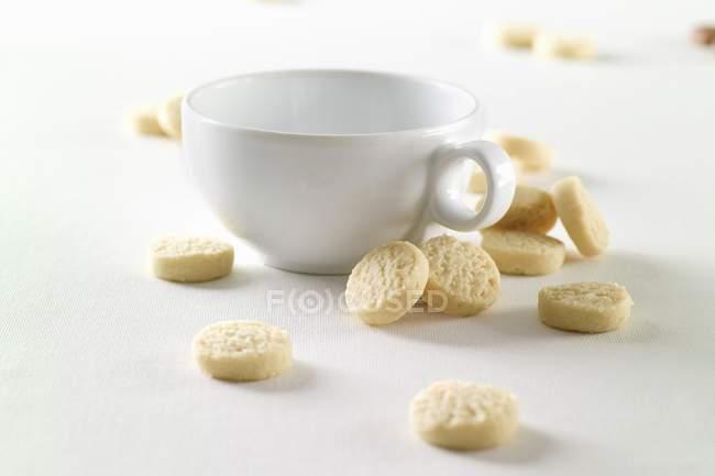 Tazza e biscotti frollini — Foto stock