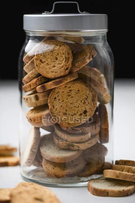 Vista del primo piano di Biscotti in un vaso di stoccaggio vetro — Foto stock