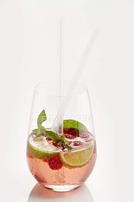 Raspberry cocktail with limes and mint — Stock Photo