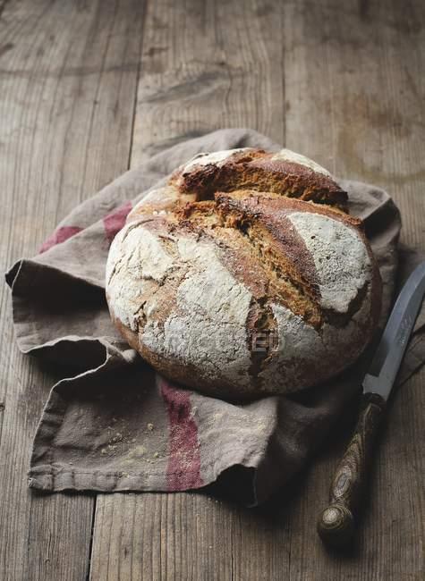 Pagnotta di pane di segale — Foto stock