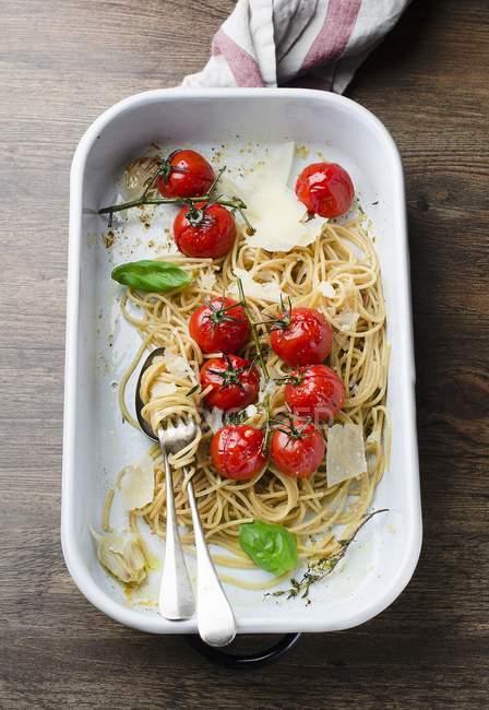 Spaghetti integrali di grano — Foto stock