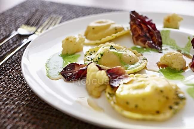 Pasta dei ravioli con radicchio — Foto stock