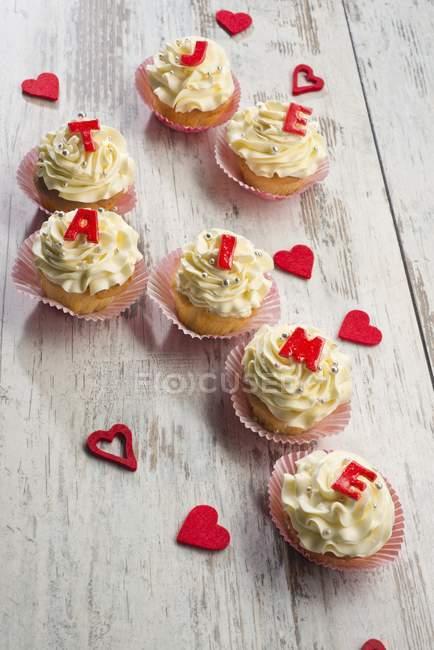 Cupcake decorati con crema di burro — Foto stock