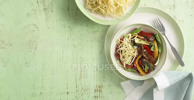 Fried beef and noodles — Stock Photo