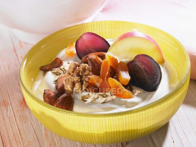 Quark muesli with fruits and nuts — Stock Photo