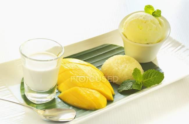 Mango e riso appiccicoso — Foto stock