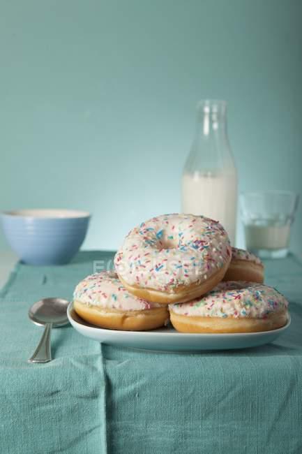Donuts mit Puderzucker — Stockfoto
