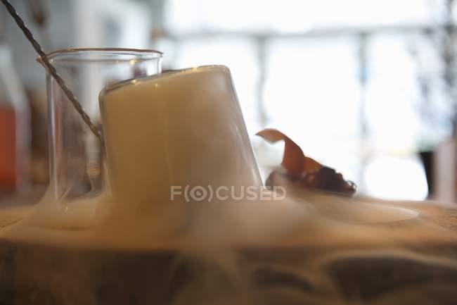 Коктейли и сухого льда — стоковое фото