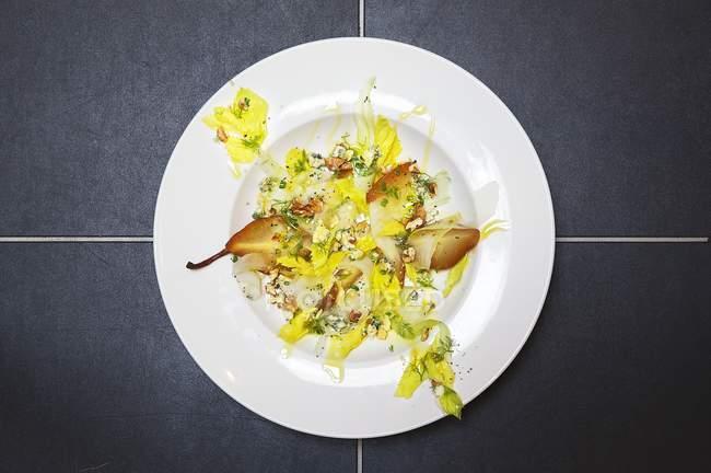 Груша салат с сыром — стоковое фото