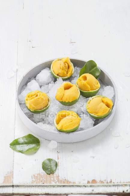 Sorbet à la mangue sucrée — Photo de stock
