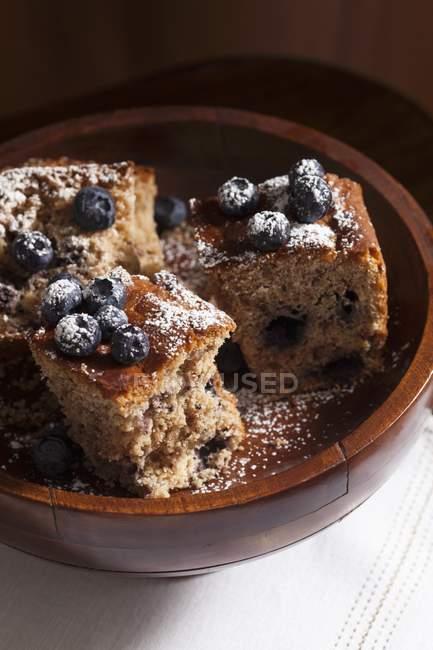 Три ломтика голубики раскрошить торт — стоковое фото