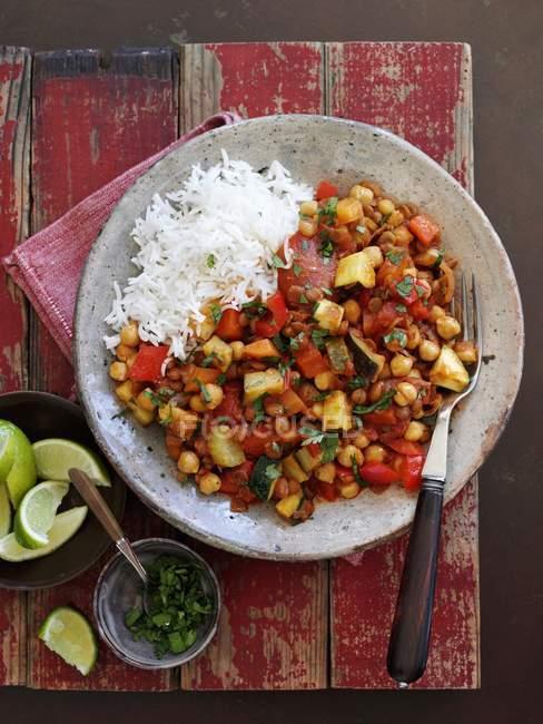 Вегетаріанські сочевицю Чилі з рисом — стокове фото
