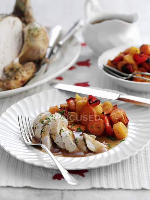 Harissa chicken with vegetables — Stock Photo