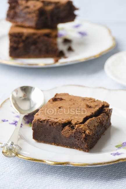 Brownies servire su piatti d'epoca — Foto stock