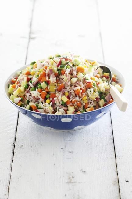 Ensalada de arroz con verduras - foto de stock