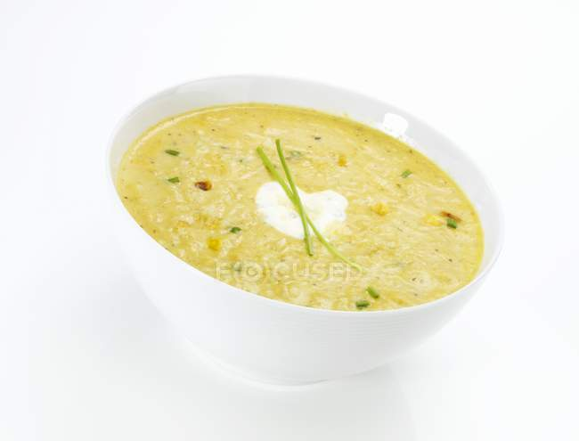 Creamy sweetcorn soup in bowl — Stock Photo