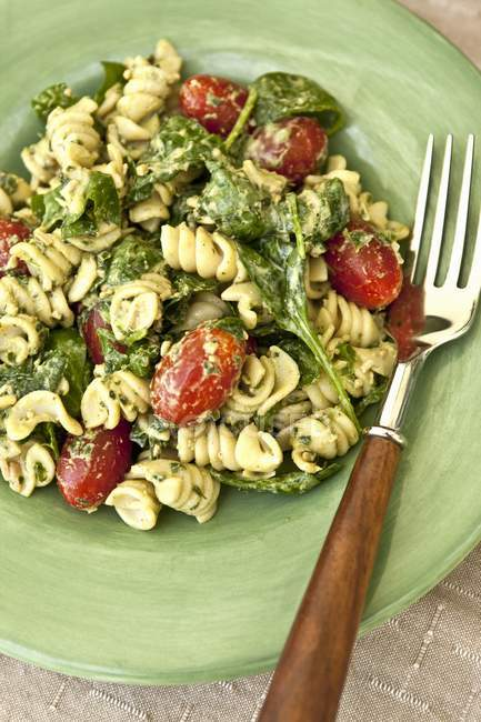 Fusilli pasta salad with basil pesto — Stock Photo