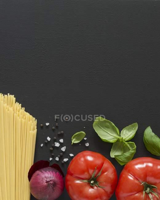 Сирі спагетті макарони і спеції — стокове фото