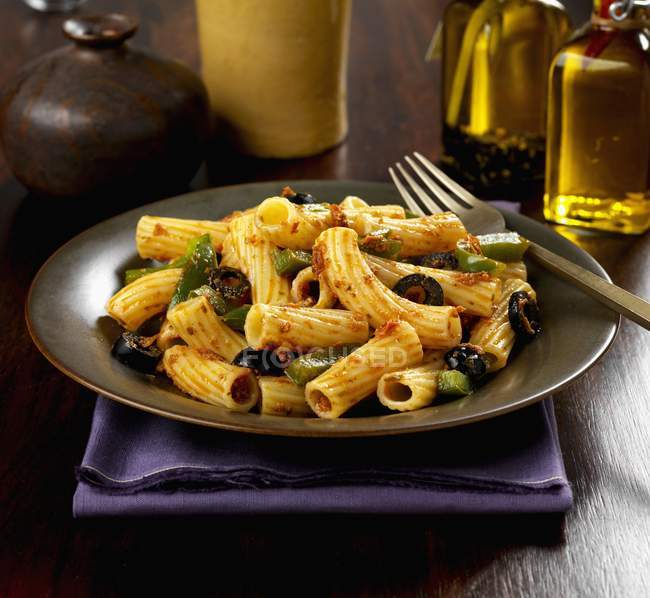 Rigatoni Pasta mit Paprika — Stockfoto