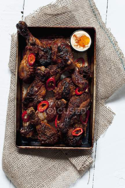 Oven-roasted spicy chicken drumsticks — Stock Photo