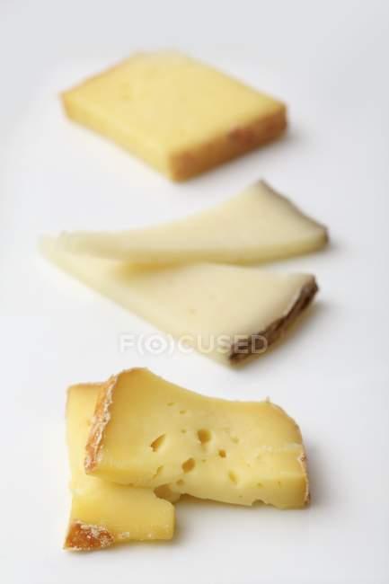 Три вида сыра — стоковое фото