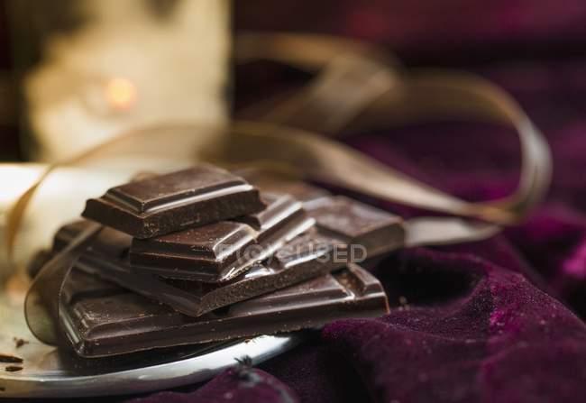 Аранжування з темного шоколаду — стокове фото