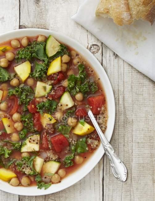 Zuppa minestrone vegano con kale — Foto stock