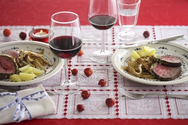 Говядина с картошкой и овощами — стоковое фото