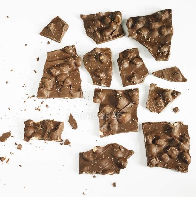 Шоколад з карамельним і арахіс — стокове фото