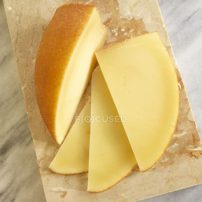 Копченый сыр — стоковое фото