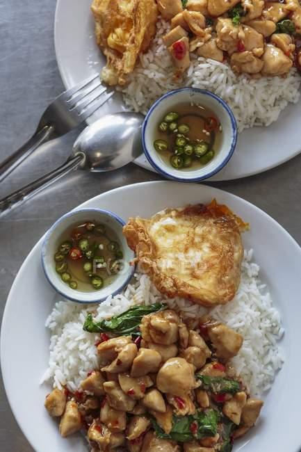 Würziges Huhn mit Reis — Stockfoto