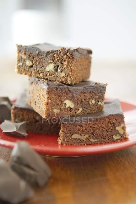 Pila di brownies dado che serve — Foto stock