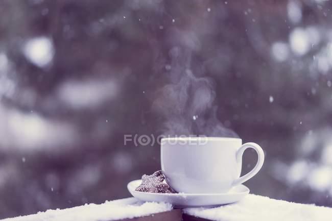 Горнятко гарячого чаю. — стокове фото