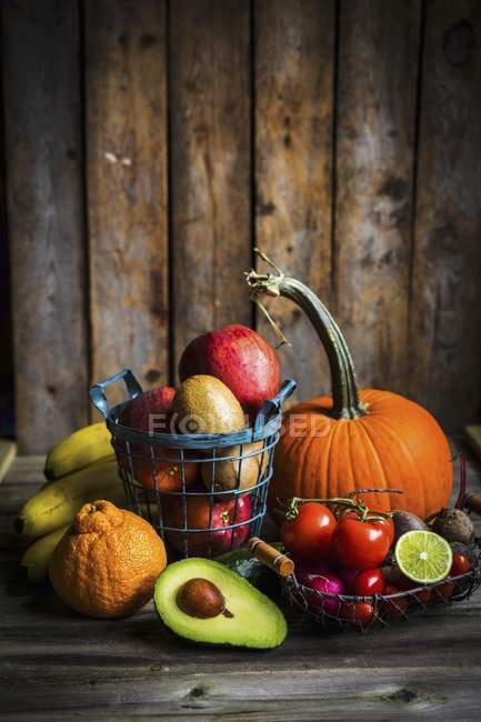 Fruit and vegetables on a wooden surface — Stock Photo