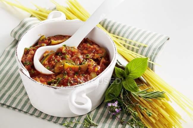 Spaghetti pasta with freekeh bolognese — Stock Photo