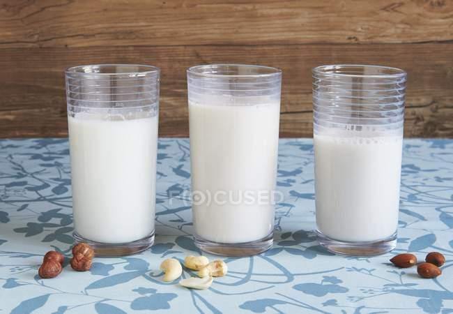 Mandelmilch auf Tischdecke — Stockfoto