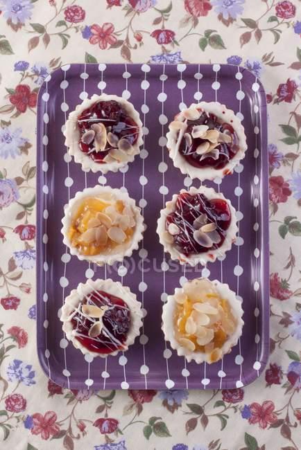 Crostatine ciliegie e pesche — Foto stock