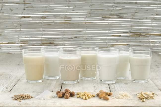 Различные виды молока — стоковое фото